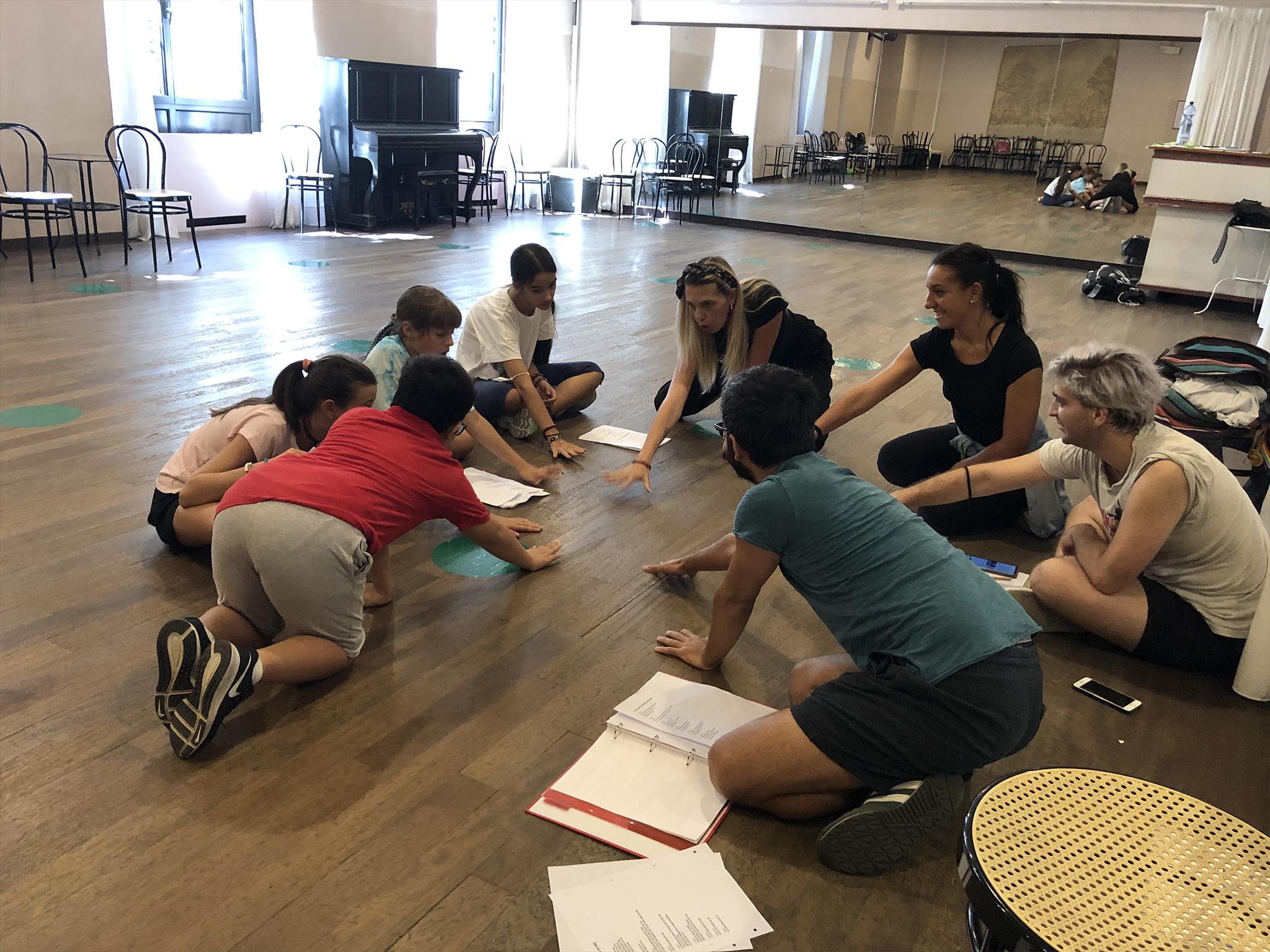 Esercitazioni alla scuola di musical per ragazzi | TMA